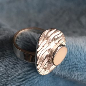 Ela Sieraad kan voor jou een eigen ontwerp voor een moedermelk ring maken