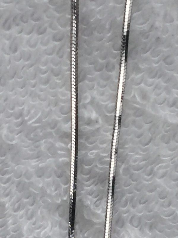 Deze basisketting is een slangenketting van maat 50 cm bijpassend bij een moedermelksieraad