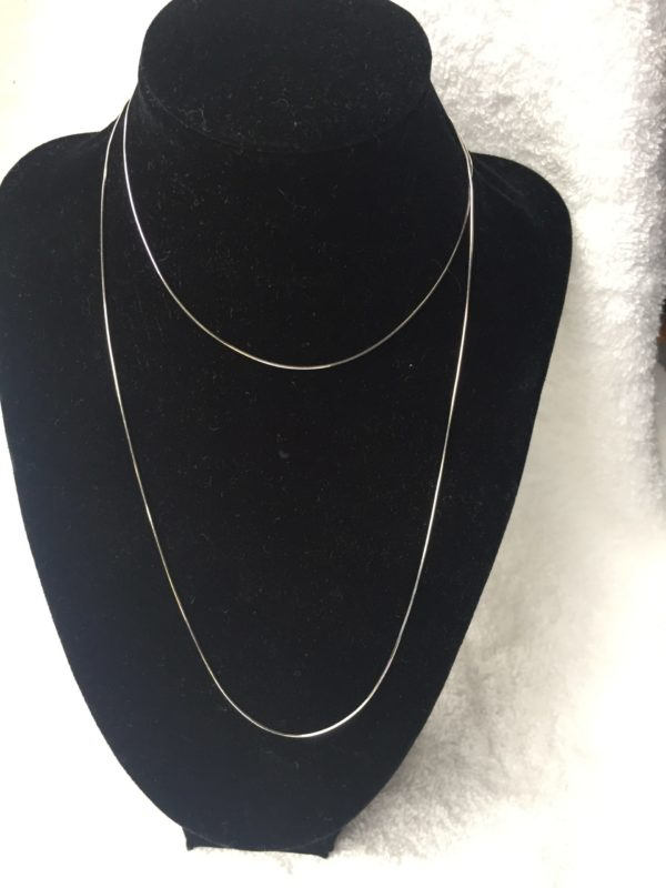 Zilveren basis lange slangenketting van 80 cm