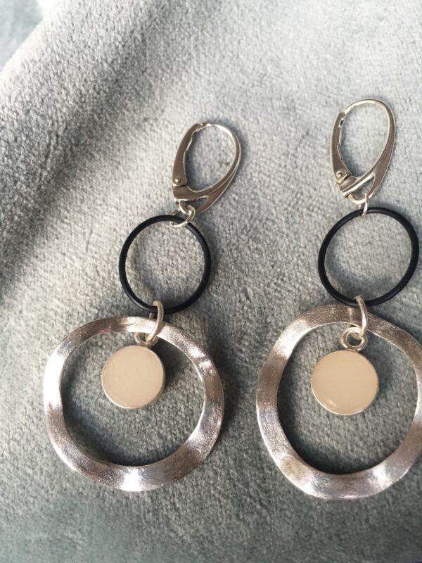 Ontwerp moeder oorbellen zijn heel uniek om te krijgen