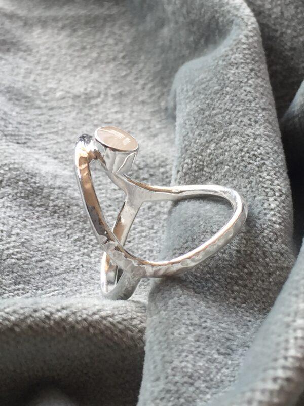 Wil je graag een persoonlijk kraamcadeau, dan zou je deze Moedermelk dubbele open ring