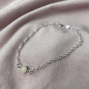 Deze armband met de naam mama melk zilver kan ik maen met jouw eigen moedermelk erin.
